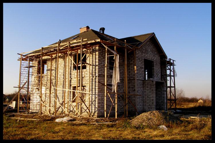 Строительство дома из соломенных блоков фото