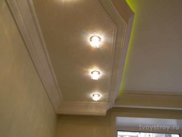 Лепнина и подсветка потолков