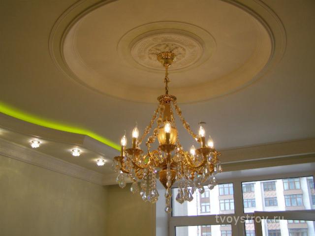Люстра и подсветка потолков